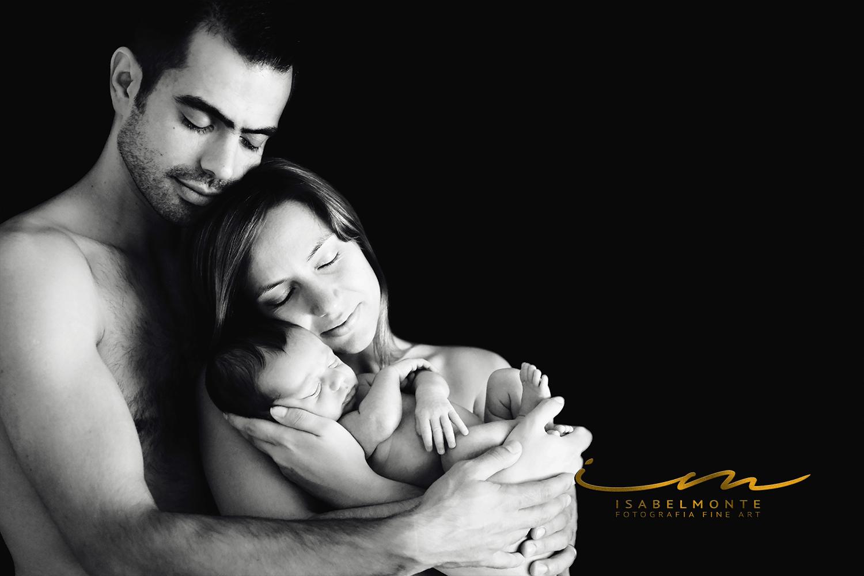 Sessão fotográfica de bebé recém-nascido e sua família. © 2009-2020 Isabel Monte Fotografia