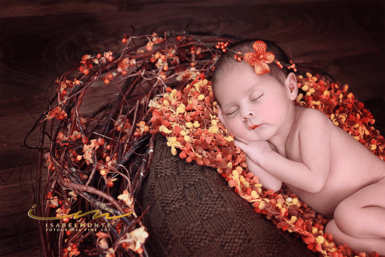 Sessão fotográfica de bebé menina recém-nascida. © 2009-2020 Isabel Monte Fotografia