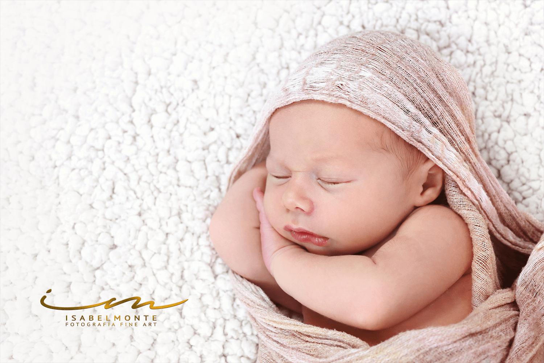 Sessão fotográfica de bebé menino recém-nascido. © 2009-2020 Isabel Monte Fotografia
