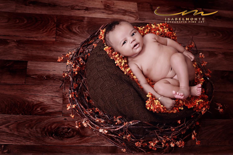 Sessão de bebé com mais de 2 meses em estúdio. © 2009-2020 Isabel Monte Fotografia