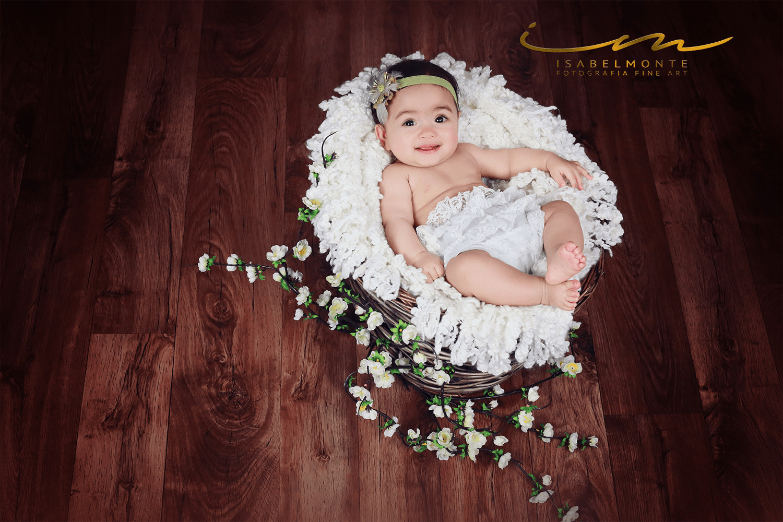 Sessão fotográfica de bebé com mais de 2 meses em estúdio. © 2009-2020 Isabel Monte Fotografia