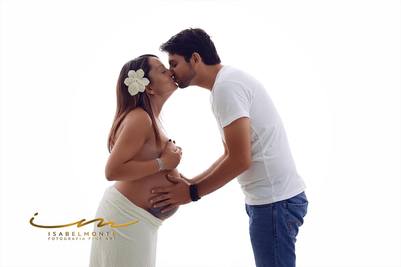 Sessão fotográfica de grávida / maternidade / pré-mamã / casal em estúdio. © 2009-2020 Isabel Monte Fotografia